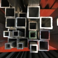 Tubes carrés d'aluminium